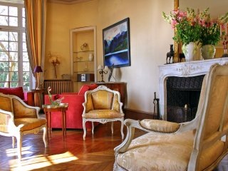 Lombron Chateau Sleeps 18 with Pool and Air Con - 5049817