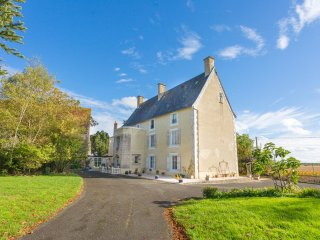 5 bedroom Chateau in Ardilleux, Nouvelle-Aquitaine, France : ref 5049772