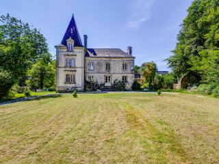 4 bedroom Chateau with Pool and WiFi - 5049764
