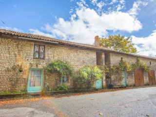 5 bedroom Chateau in Ardilleux, Nouvelle-Aquitaine, France : ref 5049777
