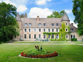 8 bedroom Chateau in Paray-le-Fresil, Auvergne-Rhone-Alpes, France : ref 5049864