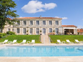 8 bedroom Chateau with Pool and WiFi - 5049709