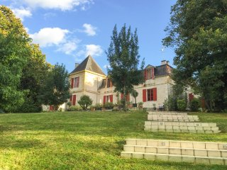 11 bedroom Chateau in Port-Sainte-Foy-et-Ponchapt, Nouvelle-Aquitaine, France :