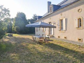 6 bedroom Villa in Saint-Agne, Nouvelle-Aquitaine, France : ref 5049635