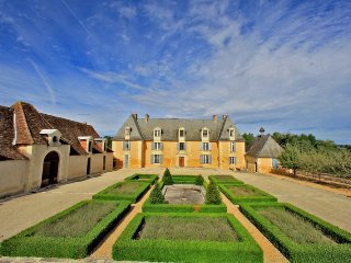 8 bedroom Chateau in Les Taleyrandies, Nouvelle-Aquitaine, France : ref 5049656