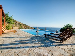 Aggelikes: Luxurius Cycladic villa, private swimming pool and amazing sea view