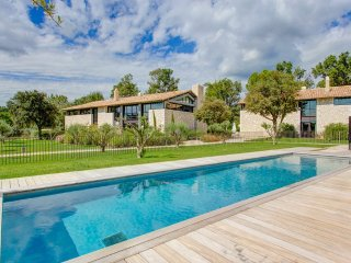4 bedroom Villa in Maussane-les-Alpilles, Provence-Alpes-Cote d'Azur, France : r