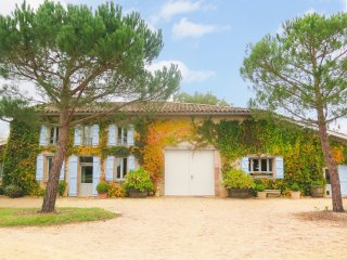 4 bedroom Villa in Saint-Urcisse, Occitania, France : ref 5049455