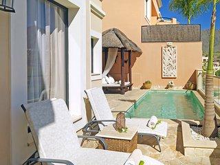 La Caleta Villa Sleeps 6 with Pool and Air Con - 5049284