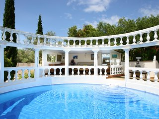 Beaucaire Villa Sleeps 15 with Pool - 5049392