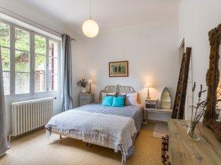 Vaison-la-Romaine Villa Sleeps 12 with Pool and Air Con - 5049412