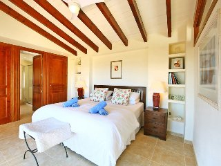 Santa Lucia Villa Sleeps 8 with Pool and Air Con - 5049208