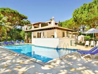 4 bedroom Villa in Aldeia das Acoteias, Faro, Portugal : ref 5049136
