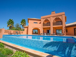 4 bedroom Villa with Pool, Air Con and WiFi - 5049109