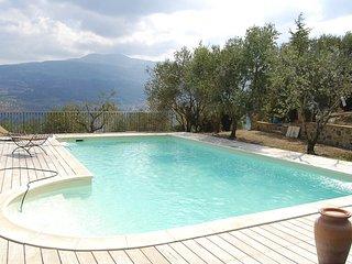 Poggiolungo Villa Sleeps 6 with Pool - 5049047