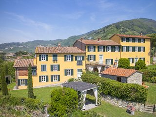18 bedroom Villa in Lucca, Tuscany, Italy : ref 5049003