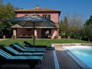 5 bedroom Villa in Buonconvento, Tuscany, Italy : ref 5049014