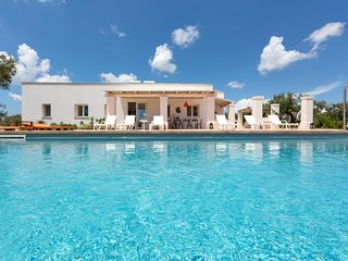 Ugento Villa Sleeps 12 with Pool and Air Con - 5048921