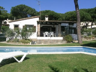 Begur Villa Sleeps 8 with Pool - 5047124