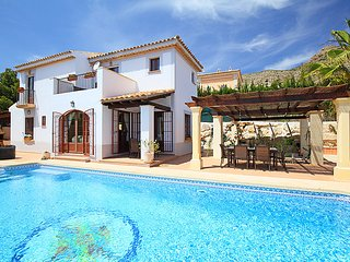 3 bedroom Villa with Pool, Air Con and WiFi - 5044821