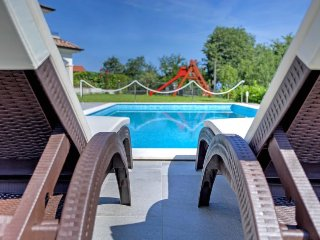 Icici Holiday Home Sleeps 12 with Pool Air Con and Free WiFi - 5037975