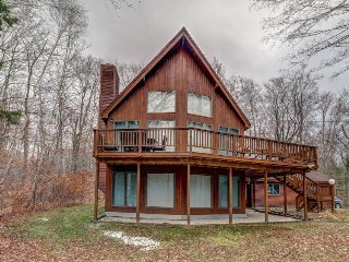 Bright, open home w/ wrap-around deck & mountain views - 2 miles to skiing!