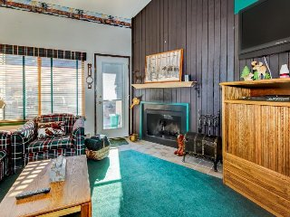 Retro, ski-in/ski-out condo w/ shared sauna - family friendly & prime location!