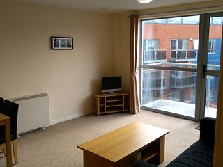 1 Bedroom Apartment close to Leeds City Centre with Free Parking