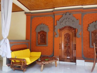 Balinese Villa, 1 bedroom with private garden and large  pool,in heart of Kuta.