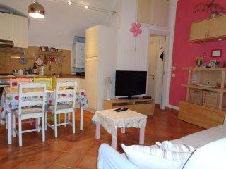 Accogliente appartamento nel borgo medioevale Isolabona
