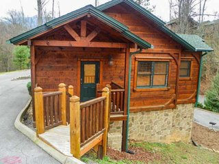 Happily Ever After - Close to Gatlinburg, Resort Pool, Heart-shaped Jacuzzi Tub,