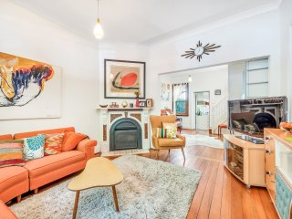 Colourful 2-bedroom Victorian terrace in Redfern