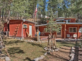 'Black Bear Canyon' Ruidoso Home w/ Bunkhouse!