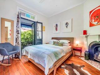 Colourful 2-bedroom Victorian terrace in Redfern