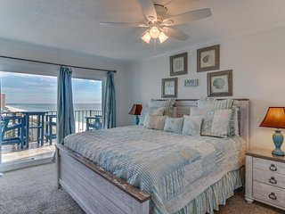 Waterfront condo w/ views, beach access, shared pools/hot tub, snowbirds welcome