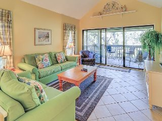 Spacious 2BR Condo by the Beach w/ Private Balcony & Gorgeous Lagoon Views