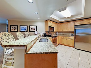 3BR Oceanview Condo w/ Private Balcony, Pool, Hot Tub & Spa - Walk to Beach