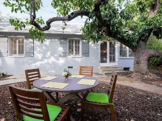 2BR Foothill Cottage - Situated on Luxury Estate