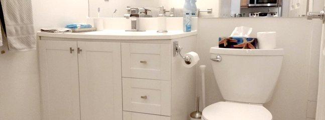Trouvez tout ce dont vous avez besoin de toilette, de shampoing, de serviettes vous attendent.