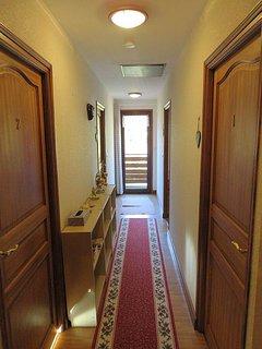 Le couloir desservant les logements.