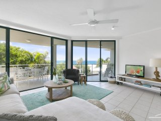 APARTMENT 6 - amazing views and one minute walk to the vibrant Village.