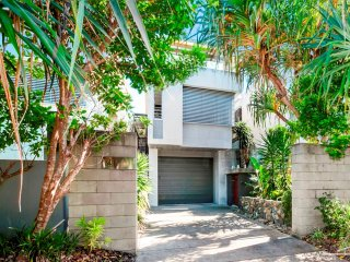 SO CLOSE TO BEACH FRONT & SUNSHINE VILLAGE CAFES - 41 Douglas Street, Sunshine B