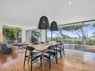'SEAVIEWS' - Captivating ocean views in a designer beach house.