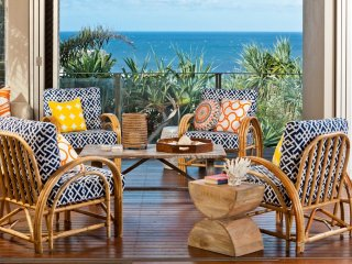 21 ROSS - LUXURY BEACHSIDE HOLIDAY HOME - 5 bedrooms, amazing ocean views and br