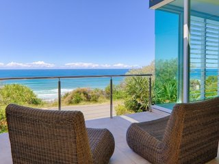BEACHFRONT HOLIDAY HOUSE - 36 Ross Crescent, Sunshine Beach