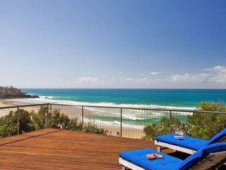 ARAKOON CRESCENT - absolute ocean front beach house.
