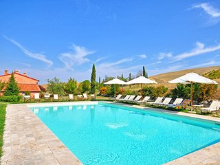 Gallina Villa Sleeps 15 with Pool - 5241588