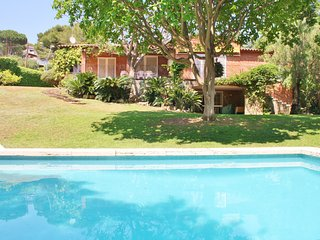 CM428 - Exclusive villa in the town centre and close to Barcelona!