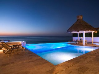 Villa Serena 5 Bdrm Beachfront Paradise - SPECIAL RATE  - CALL TODAY