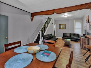Lovely Spacious Private House Near Center City 8 Mins Away by Subway